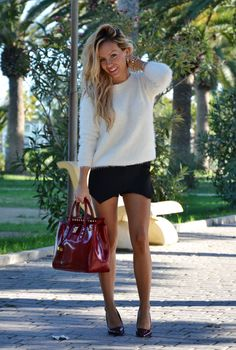 Fluffy sweater, black skort and Zara burgundy pointed heels - outfit fashion blogger It-Girl by Eleonora Petrella