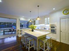 Stunning Sunday: Hamptons Home Hamptons Kitchen, Hamptons House, The Hamptons, Beach Shack, Love Home, Home Kitchens, Kitchen Design, Kitchen Ideas, Sweet Home