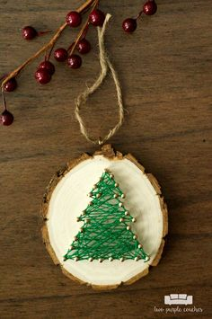 Love this craft idea! They're perfect for gifting! / Christmas Tree String Art Ornaments