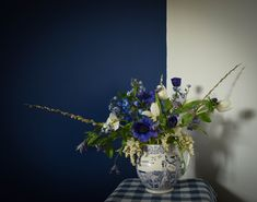 Using Scottish cut flowers Scottish Flowers, White Springs, Flower Farm, Cut Flowers, Blue And White, Vase, Home Decor, Decoration Home, Room Decor