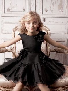 so beautiful....who would think of black for a little girl..but they should...just look at this..dreaaaamy...