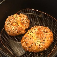 It's hard to believe that you can easily make a bagel at home, let alone Two Ingredient Bagels but here is the recipe to prove it! Deep Fryer Recipes, Air Fryer Oven Recipes, Air Fry Recipes, Preschool Cooking Activities, Air Fried Food, Air Fryer Healthy, Healthy Diet Recipes, Healthy Eating, Breakfast Dishes