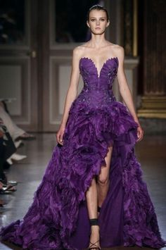 Once again, couture looks to the Far East for inspiration. Zuhair Murad Fall/Winter couture collection was inspired by the Chinese Empress Zuhair Murad, Haute Couture Gowns, Style Couture, Couture Fashion, Beautiful Gowns, Beautiful Outfits, Beautiful Beautiful, Dead Gorgeous, Gorgeous Dress