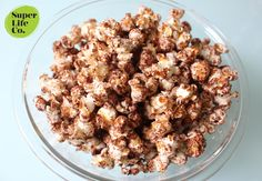 This classic movie snack can be made healthier by adding ONE ingredient - cacao. Cacao is extremely high in antoxidants which promotes healthy weight loss, skin, hair. Get the full recipe on our website Chocolate Popcorn, Healthy Chocolate, Healthy Weight Loss, Quinoa, Cauliflower, Yummy Food, Organic, Healthy Recipes, Movie