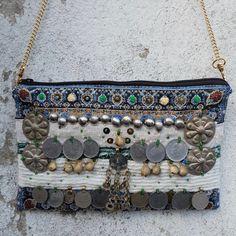 Pochette ethnique BASHAN brodée en France de bijoux par YISKASHOP