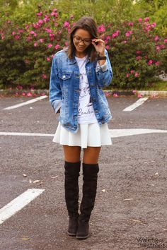 Look Jaqueta jeans bota over the knee saia branca 07