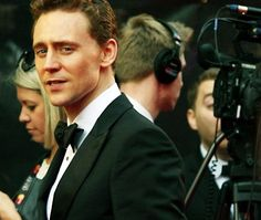 imagine turning to your right and seeing Tom right there, starin at you like that *~*