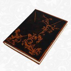 Originálny ručne maľovaný diár z pravej kože. Existuje len jeden kus. Každý jeden kus ručne maľovaných výrobkov je umelecké dielo. Diár je neopakovateľný originál s nádhernou maľbou.  Motív: Decor  http://www.vegalm.sk/produkt/rucne-malovany-diar-c-55/