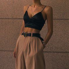 fashion inspo Top 10 Womens Fashion Style Trends for Summer 2019 Trend Fashion, Look Fashion, 90s Fashion, Korean Fashion, Womens Fashion, Fashion Clothes, Fashion Ideas, Fashion Tips, Fashion Belts