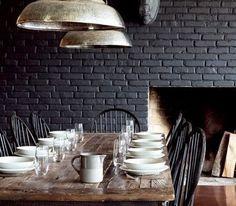 mur en brique noir - black brick wall in the dining-room Black Brick Wall, Black Walls, Black Rooms, Black Brick Fireplace, Black Painted Walls, Grey Brick, Fireplace Wall, Dining Room Design, Dining Area