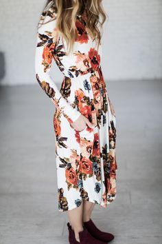 (all sales on CYBER MONDAY are F I N A L : no returns or exchanges) Floral dresses are such a great piece. They looks beautiful on there own but so easily pair with a denim jacket or a cute cardigan.