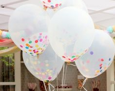 DIY Idee für die Party zu Hause: Konfetti in Ballons, Dekoration für Karnevals-Party >> Fill balloons with red, white and blue confetti for the 4th.