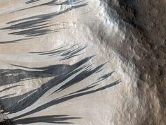 Slope Streaks in Acheron Fossae,