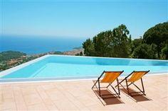 Man bliver aldrig træt af denne udsigt.. Og den kan blive din! Den følger med, når du lejer villa i Lloret de Mar her: www.feriebolig-spanien.dk/18583
