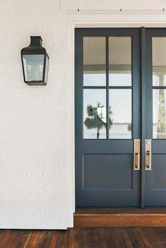 15 trendy Ideas for modern front door styles interior design Garage Door Trim, Front Door Hardware, Iron Front Door, Black Front Doors, Modern Front Door, Double Front Doors, Front Door Entrance, Painted Front Doors, Front Door Colors