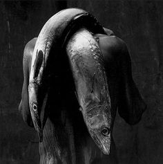 © MARIO CRAVO NETO - Man with two fishes, 1992 - http://www.cravoneto.com.br/pb/enow/po/pag_01.htm
