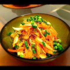 しゅうさんのピリ辛サラダ みんなが絶賛しててずっと作りたかったメニュー✨  妊婦なので唐辛子は少し控えめにして作りました〜  ごまの香ばしさとピリ辛があっさり白菜にマッチしてて箸が止まらなくなる〜  しゅうさん、素敵なレシピありがとうございます - 152件のもぐもぐ - syuuさんの白菜人参と春雨のぴり辛サラダ by bellflower