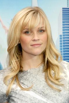 Reese Witherspoon keeps her fine hair looking full by limiting excessive layering. #finehair #hairtips