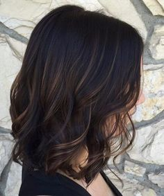 Longbob Frisuren - A beautifully subtle balayage with a dark chocolate base on a long bob … Brown Balayage, Balayage Hair Blonde, Brunette Hair, Balayage Hair Dark Short, Subtle Balayage Brunette, Dark Hair With Highlights, Dark Hair With Lowlights, Subtle Ombre, Balayage Highlights