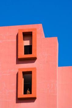 La Muralla Roja ARQUITECTO/ARCHITECT:Ricardo Bofill Taller de Arquitectura LOCALIZACIÓN/LOCATION:Urbanización La Manzanera, Calpe, Alicante.