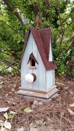 1850 beadboard birdhouse