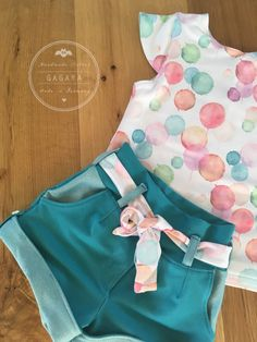 Chino Pino von FeeFee Little Girl Outfits, Kids Outfits Girls, Toddler Girl Outfits, Little Girl Fashion, Baby Outfits, Kids Fashion, Cute Outfits, Baby Girl Romper, Baby Girl Dresses