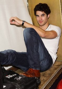 darren criss. uhm, yeahh @Kaitlyn Schaffner tellll me he's not cute again will you?