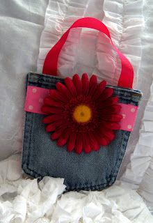 Here's a little jean pocket purse I created as a gift. The pocket is recycled from a pair of my husband's jeans -- I love how soft it i. Jean Crafts, Denim Crafts, Jean Pocket Purse, Blue Jean Purses, Pocket Craft, Bags Travel, Diy Purse, Denim Bag, Clothes Crafts