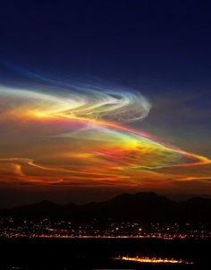 Night skies rainbow colors in nature Beautiful Sky, Beautiful Landscapes, Beautiful World, All Nature, Amazing Nature, Images Cools, Pretty Pictures, Cool Photos, Natural Phenomena