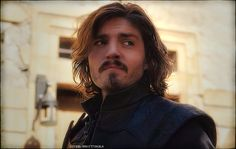 Tom Burke as Athos looking good ;)