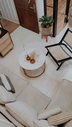 Cane Furniture, Rattan Furniture, Tiny Living Rooms, Living Room Decor, Small Room Layouts, Single Chair, Table, Home Decor, Small Lounge Rooms