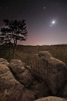 Triple Conjunction by Dan Zarlenga, via 500px; Jupiter, the Moon, and Venus, Pickle Springs Natural Area, Missouri