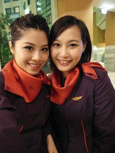 Hong Kong Airlines beautiful stewardesses give passengers a nice smile and the great in-flight service. One of the travel option to Hong. Airline Attendant, Flight Attendant, Srilankan Airlines, Hong Kong Airlines, Airline Cabin Crew, Airline Flights, Heavy Metal, Beauty Women, Beautiful Women