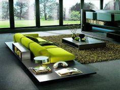 sohvan ympärillä oleva pöytäviritys kiva sohvan ja maton väri - onko valkoinen sohva tylsä valinta (?) värilliset tyynyt + maton väritys (?) + vaalea sohva (?)