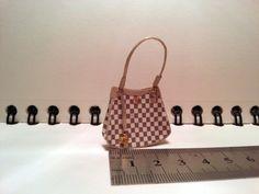 ••  Bolso lv miniatura 1.12 para casa de muñecas o coleccionistas