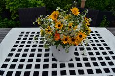 Bouquet of the Week: Freedom Flowers - Garden Collage Magazine Collage, Bouquets, Flower Arrangements, Floral Design, Freedom, Flowers Garden, Sunflowers, Green, Plants