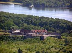 Fort Ticonderoga, viewed from Mt Defiance.  Nothing like being a 'sitting duck'.
