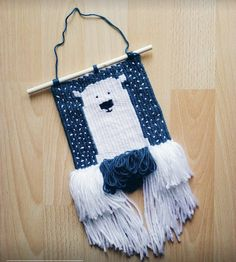 Adorable woven wall-hanging by Kristína Bartošeková Diy Crochet Wall Hanging, Crochet Wall Hangings, Weaving Wall Hanging, Hanging Wall Art, Tapestry Weaving, Loom Weaving, Hand Weaving, Yarn Crafts, Sewing Crafts