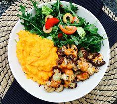 Yaasss this was my super delicious lunch! spicy roasted cauliflower with sweet potato/carrot/coconut mash and a side salad  I am so happy that I am again into cooking  ------------------------------------------- Das war mein unglaublich leckeres Mittagessen  Garam Masala gewürzter Blumenkohl aus dem Ofen mit Süßkartoffel/ Karotten/ Kokosmilch Pürree und dazu Salat. Ich bin so froh das ich den Spaß am kochen wieder gefunden habe by ac_goes_vegan