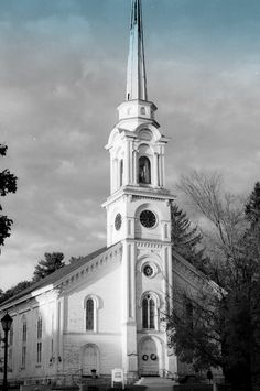 First Congressional Church - Lee, MA. This is the oldest wooden steeple in the U. Worked in the Lee Post Office for years. Lived in Stockbridge, the next town. Old Country Churches, Old Churches, Walter Mitty, Church Windows, Church Architecture, Church Building, Place Of Worship, Xmas Crafts, Amazing Grace