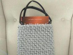 Do hotovej kabelky sa zmestia pohodlne aj knihy alebo drobný nákup Straw Bag, Tote Bag, Bags, Handbags, Carry Bag, Tote Bags, Totes, Hand Bags, Purses