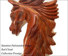 Détail de sculpture cavalier palissandre rouge, collection prestige. Jeu d'échecs Staunton Red Cloud Palissandre Rouge  http://www.barondesechecs.com/recherche?controller=search&orderby=position&orderway=desc&search_query=jeu+echec+red+cloud&submit_search=Rechercher