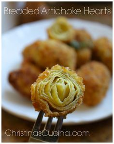 Breaded artichoke hearts made in the typical Italian style are perfect as appetizers or even a side dish. Veggie Recipes, Vegetarian Recipes, Cooking Recipes, Sweets Recipes, Yummy Recipes, Chicken Recipes, Desserts, Vegetarian Appetizers, Appetizer Recipes