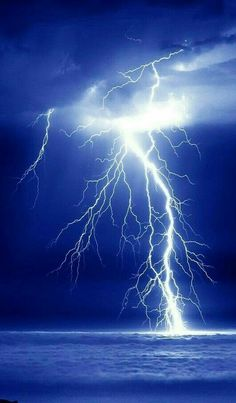 Science Discover Blue storm hit the Land today. Lightning Photography Nature Photography Nature Pictures Beautiful Pictures Amazing Photos Lighting Storm Image Nature Thunder And Lightning Wild Weather Nature Pictures, Cool Pictures, Beautiful Pictures, Amazing Photos, Lightning Photography, Nature Photography, Images Cools, Lighting Storm, Lightning Photos
