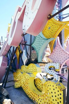 neon boneyard museum in vegas - gbpics Las Vegas Love, Voyage Usa, Neon Museum, Neon Words, Roadside Attractions, Photo Wall Collage, Googie, Vintage Signs, Travel Usa