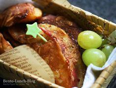 Bei mir gab es heute Apfelküchlein (im Teig gebackene Apfelspalten) zum Frühstück! :) Einen Teil davon packte ich in meine kleine Bambus-Bentobox als Snack für unterwegs. ^_^