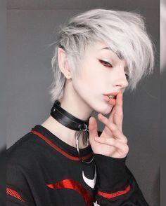 New hair styles short emo ideas Cute Emo Boys, Cute Girls, Hot Emo Guys, Pelo Emo, Pretty People, Beautiful People, Beautiful Women, Emo Scene, Indie Scene