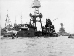 Learn about the history of Pearl Harbor with these historic photos of the USS Arizona Battleship Pearl Harbor History, Pearl Harbor 1941, Pearl Harbor Memorial, Naval History, Military History, Pearl Harbor Pictures, Pearl Harbour Attack, War Of The Pacific, Remember Pearl Harbor