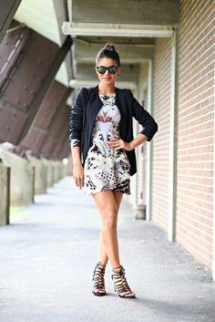 Body & Saia: Tigresse / Sandália: Carmen Steffens / Blazer: Fhits by Camila Coelho / Óculos: Ray Ban (modelo: Erika) / Bolsa: Louis Vuitton