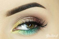 This 'Tropical Island' look by GlamDiva.pl is sending us beachy vibes! She uses Makeup Geek's gel liner in Mystic.